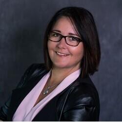 Christina Bray headshot