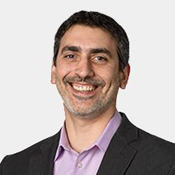 Tas Giakouminakis headshot