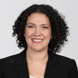 Laura Deaner headshot