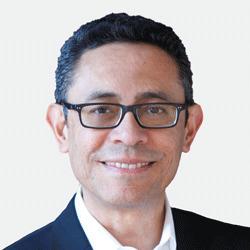 Alejandro Reyes headshot