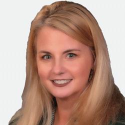 Lynn Robinson headshot