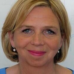 Claire Gore headshot