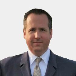 Peter Holowka headshot