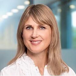 Laura Exner headshot