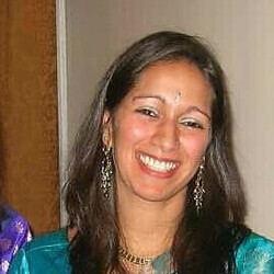 Meera Naik headshot
