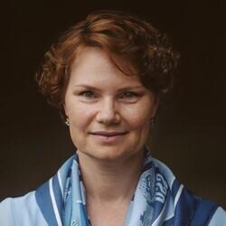 Mikala Larsen headshot