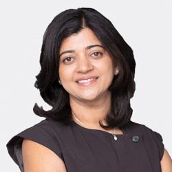 Veena Dandapani headshot