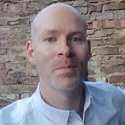 Daniel Gilbert headshot