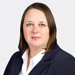 Laura Clark headshot