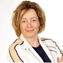 Ulrike Holzhammer headshot