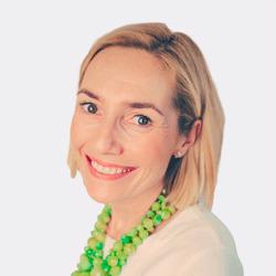 Anna Robinson headshot