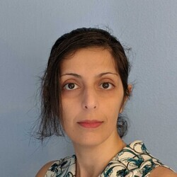 Haniyeh Mahmoudian headshot
